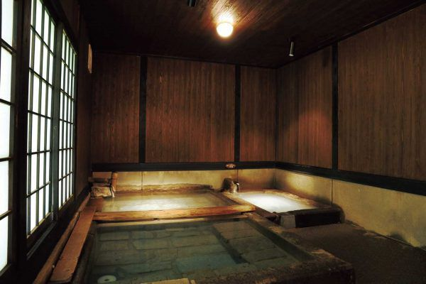 「寒の地獄旅館|大分県・九重町のひとりでも宿泊可能な温泉宿」のアイキャッチ画像