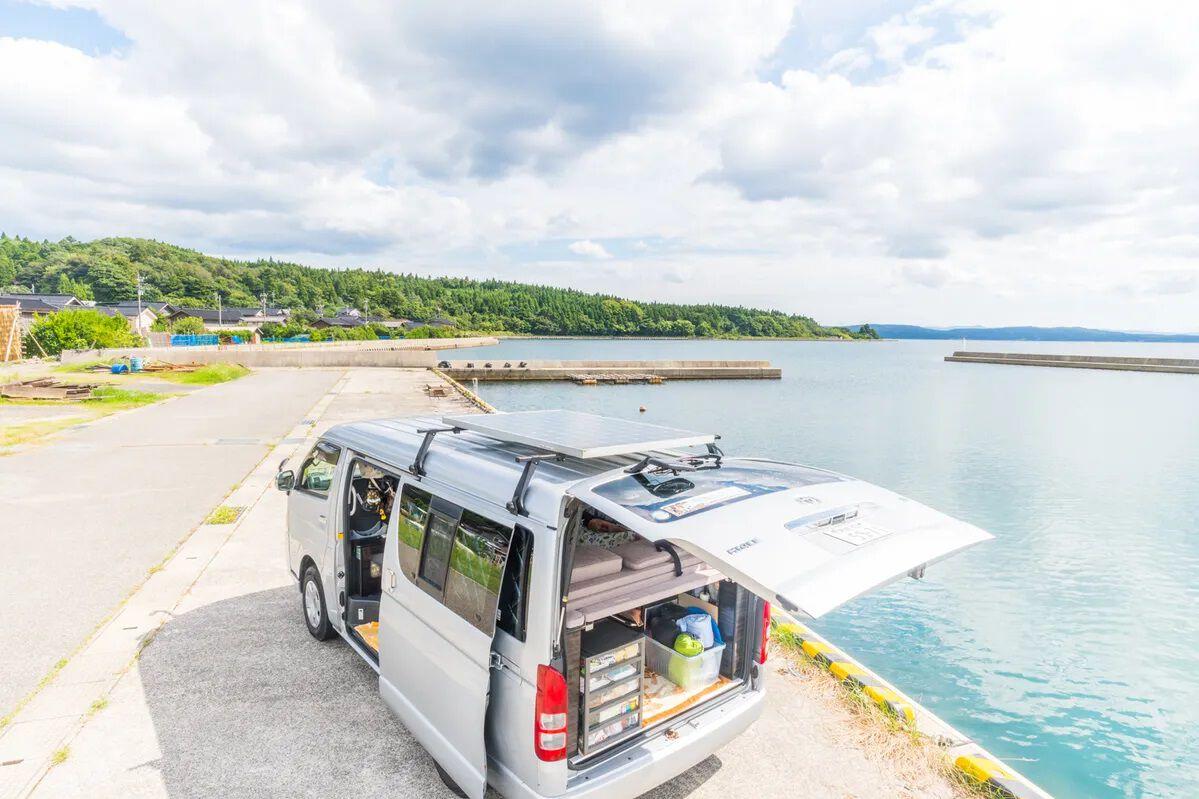 バンをシェアして車中泊。キャンプへ、旅へ、男の愉しみを広げる新しいサービス VAN SHAREとCarstayのアイキャッチ