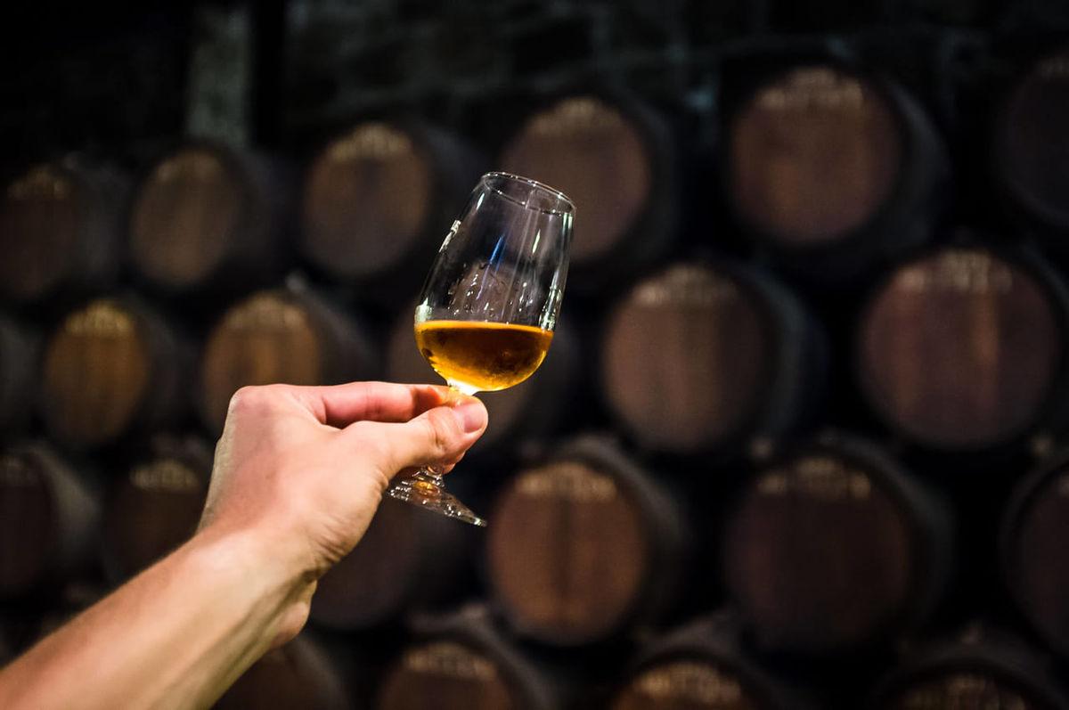 ワインの熟成で味と色はどう変わる?|赤・白が生み出す化学反応のアイキャッチ