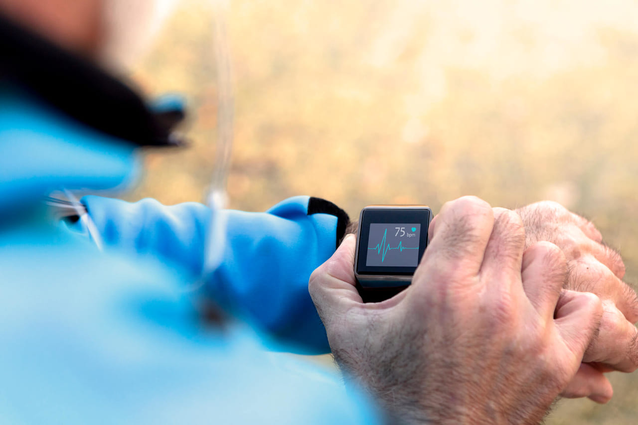 スマートウォッチで血圧測定も。仕組みや選び方、おすすめモデルを紹介のアイキャッチ