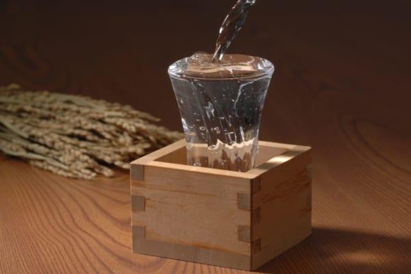 「【保存版】覚えておきたい酒の用語辞典|ワイン・ウイスキー・日本酒・焼酎」のアイキャッチ画像