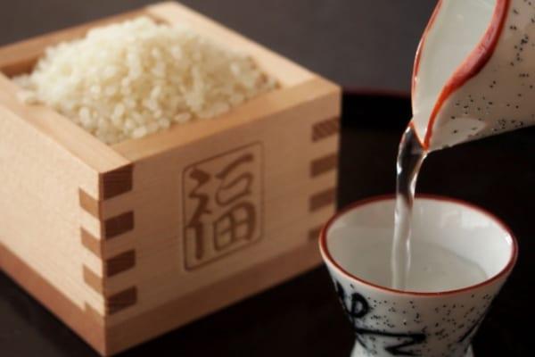 「日本酒ビギナーにおすすめの用語集|これだけは覚えておきたい酒の用語辞典/日本酒編」のアイキャッチ画像