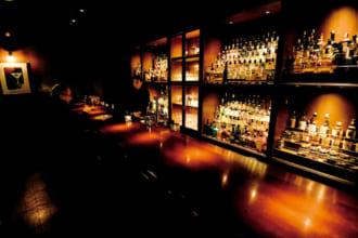 「〈行きたい東京のBAR〉リピーターが何度も足を運ぶ、フレンチと洋酒との相乗効果【 Bar VEILLE 】(大森)┃TOKYO BAR STORY」のアイキャッチ画像