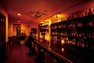 「〈行きたい東京のBAR〉下町の住宅街にひっそり佇む隠れ家バーで、至福の時間を【 KITTY'S BAR 】(赤羽)┃TOKYO BAR STORY」のアイキャッチ画像