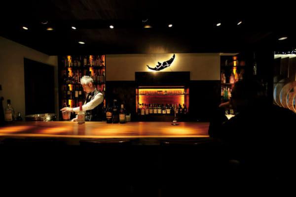 「〈行きたい東京のBAR〉癒しの空間に光り輝くアーティストとしての技【 月のうたた寝どころ…Mon Coeur 】(小伝馬町)┃TOKYO BAR STORY」のアイキャッチ画像