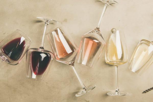 「家飲みに必要なワイングラスとは?ソムリエが解説【ワインを学ぶvol.2】」のアイキャッチ画像
