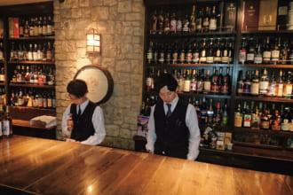 「スコッチのシングルモルトが中心「CASK strength」(東京・六本木)|こだわりの空間で酔いしれる 一度は訪れたいウイスキーの名店」のアイキャッチ画像