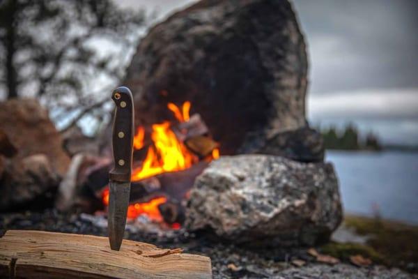 「キャンプで使えるアウトドアナイフ40選!料理やブッシュクラフトに」のアイキャッチ画像