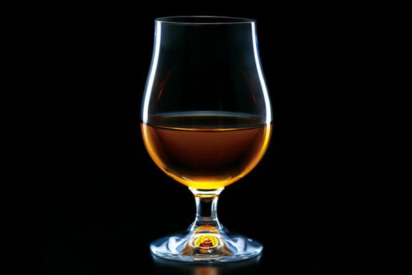 「愉しく夜を過ごすために……ウイスキーグラスの選び方」のアイキャッチ画像