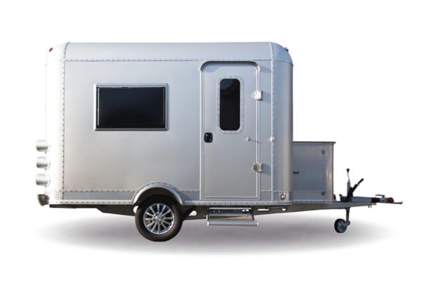 「タイヤ付き4帖間を秘密基地に! いつもは部屋として、今日は運んで。ジュラルミンボディの「Mobile Space 箱部屋」登場」のアイキャッチ画像