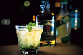 「家で作って味わいたいウイスキーカクテル11種|自宅で至福の1杯を」のアイキャッチ画像
