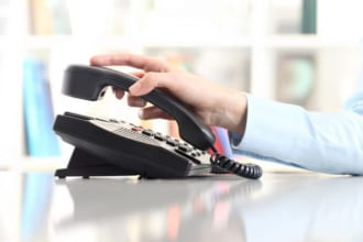 「ヘッドハンティング会社から電話があった際の注意点と転職の流れ」のアイキャッチ画像