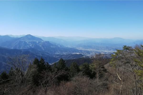 「渋沢栄一も注目した秩父地方のシンボル「武甲山」。現代日本を支えつづける名峰を行く〈山と景色と歴史の話〉」のアイキャッチ画像