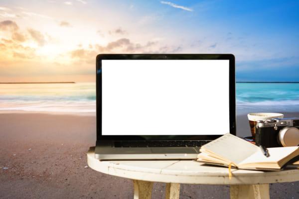 「「ワーケーション」するなら、エメラルドグリーンの澄んだ海と突き抜けるような青空で|『リザンシーパークホテル谷茶ベイ』で過ごす至極の時間」のアイキャッチ画像