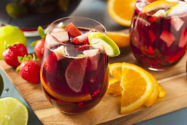 「サングリアのおいしい飲み方とは?おすすめの市販品やレシピを紹介」のアイキャッチ画像