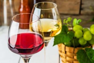 「【実は簡単!】自家製ワインの作り方・工程・材料をまとめて紹介」のアイキャッチ画像
