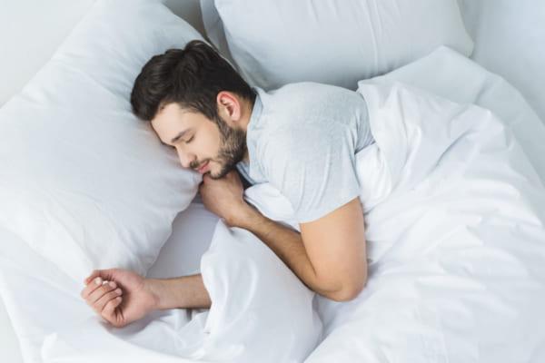 「快適な睡眠の秘密は脳の深部体温にあり。「黄金の90分」を実現するブレインスリープに注目。」のアイキャッチ画像