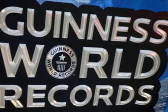 「【ほぼ人間サイズ】「世界で最も大きいウイスキー」がギネス世界記録を更新」のアイキャッチ画像