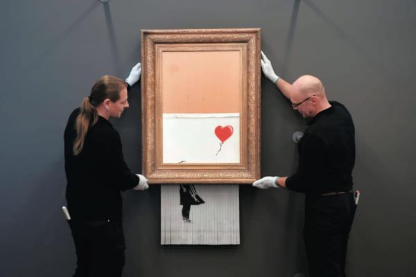 「バンクシー作品が最高額樹立  「シュレッダー事件」の作品が約25億円で落札」のアイキャッチ画像
